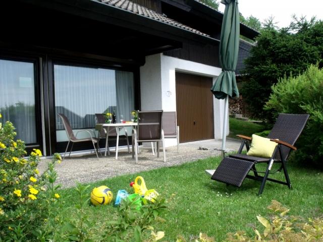 Ferienhaus Rhöndistel - Sonnenterrassen und Garten