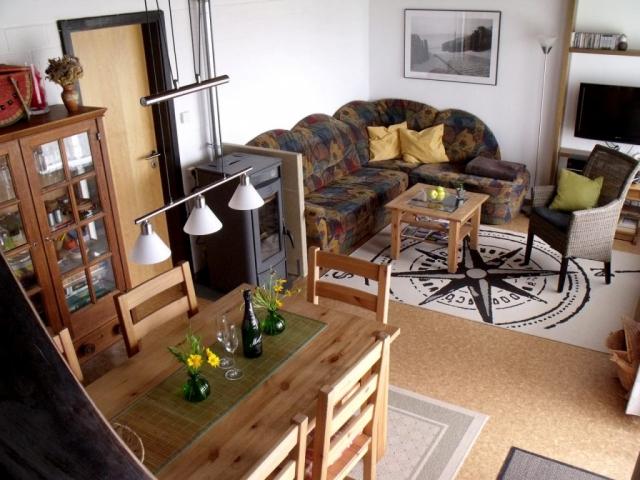 Ferienhaus Rhöndistel - Wohnzimmer und Esstisch